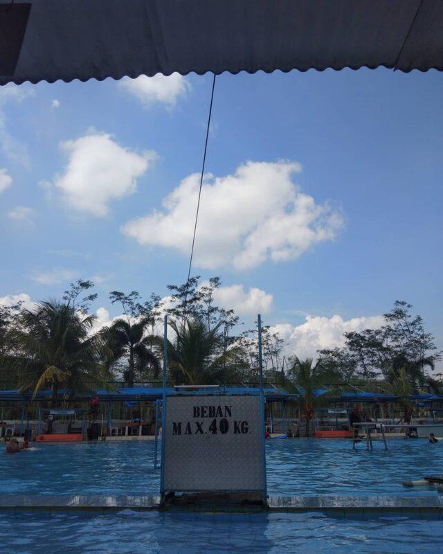 bermain air diKolam Renang Gajah Depa